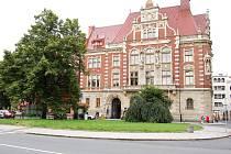 O tento pozemek před budovou České spořitelny, přímo sousedící s parkovištěm před hotelem Koruna, šlo. Nakonec jej zastupitelé směnit nenechali.