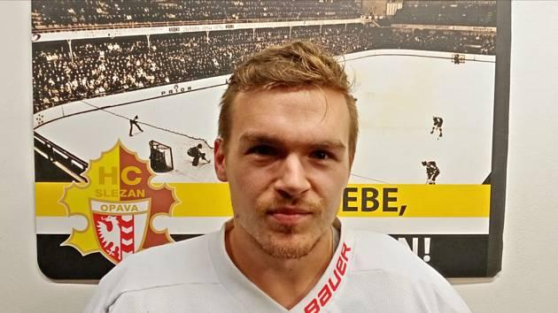 Ofenzivně laděný hokejový obránce Jakub Peslar pověsil hokejku a brusle na hřebík. Foto: Deník
