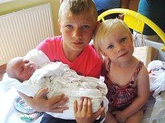 Rozálie Kadlecová se narodila 6. července, vážila 3,60 kg a měřila 50 cm. Na sestřičku se nejvíc těšili sourozenci Matyášek a Alžbětka. Rodiče Lucie a Marek jsou ze Svatoňovic.