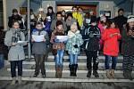 Ve středu v podvečer se také Bohuslavicemi u Hlučína rozezněly koledy, které si před místní Obecní dům přišli zazpívat děti ze základní školy a připojili se také občané Bohuslavic. Koledy zpívalo celkem 55 zpěváků.
