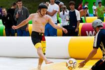 Po roce se Areál zdraví v Kylešovicích opět proměnil v dějiště turnaje ve vodním fotbale. Hlavní pořadatel Jan Vimmer se dokonce postaral o to, že tato akce byla oficiálním mistrovstvím republiky.