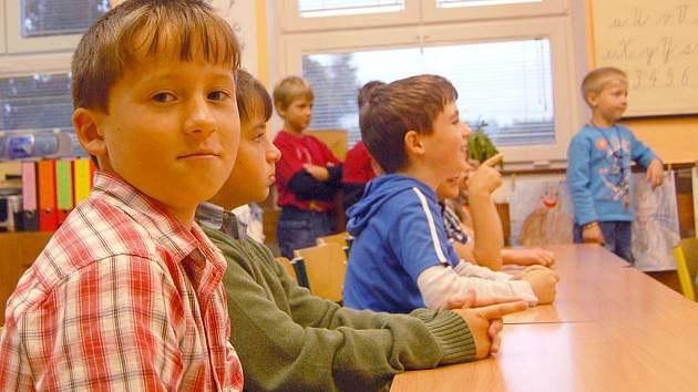 Velký den prožily děti ze Základní školy ve Větřkovicích. Nejen, že po prázdninách opět nastoupily do školy, ale čekalo na ně velké překvapení. Zrekonstruovaná škola.