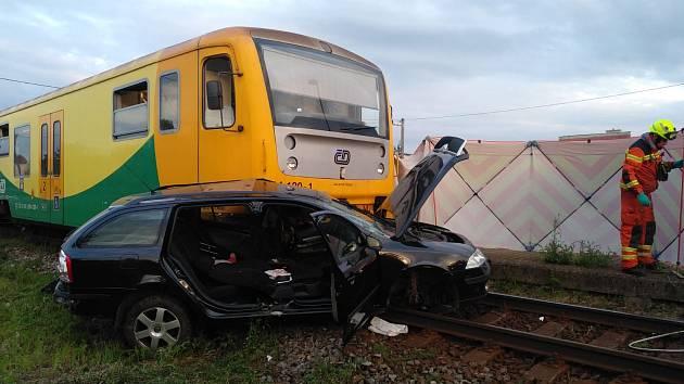 Nehoda osobního vlaku a automobilu ve Velkých Hošticích na Opavsku.