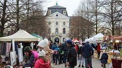 Desítky stánků a prodejců, ukázky lidových řemesel, betlémy nebo hudební vystoupení. To byly tradiční Vánoce na zámku.