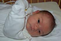 """Nikolas Bartoň se narodil 14. února, vážil 3,90 kg a měřil 50 cm. """"Je to naše první miminko, přejeme mu hlavně zdraví, štěstí a ať je s námi stále spokojený,"""" uvedla maminka Denisa Hudečková a tatínek Petr Bartoň ze Služovic."""