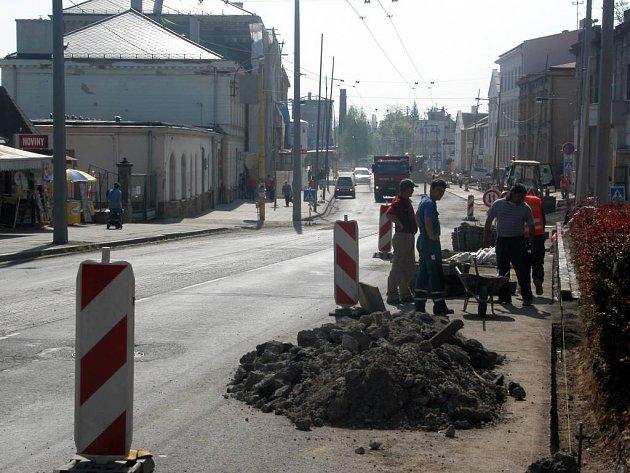 Opravy na Janské ulici končí.