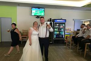 Manželé Neminářovi sledovali během svatby EURO