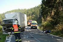 Dopravní nehoda motocyklisty a nákladního auta mezi Vítkovem a Jakubčovicemi nad Odrou.