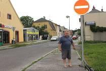 Obyvatelé Anenské ulice dosáhli svého. Magistrát nakonec žádné změny v dopravě provádět nebude.