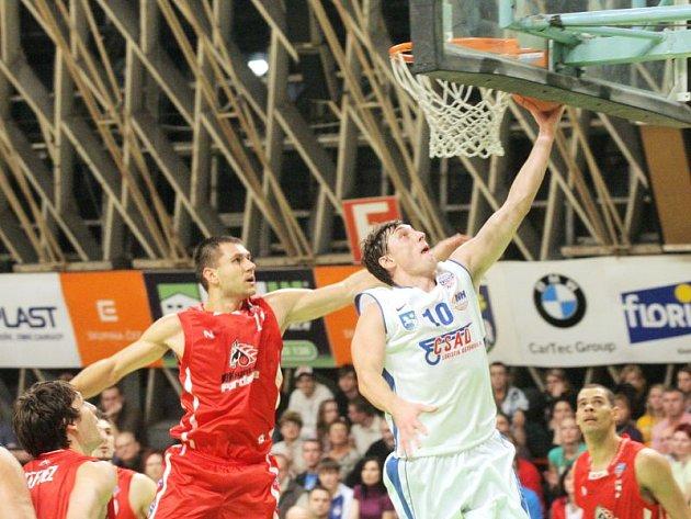 Marek Stuchlý (v bílém)