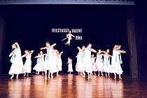 Pohled na některé nadějné tanečnice v soutěži.