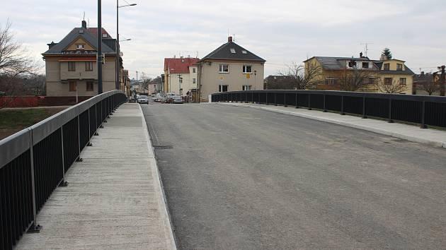 V Opavě otevřeli nový most na Mostní ulici, listopad 2020.