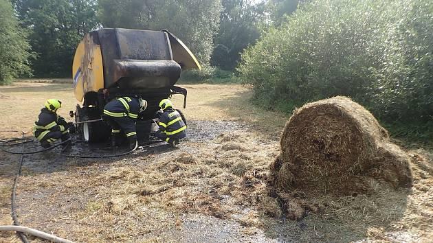 V Brumovicích hořel lis na slámu.