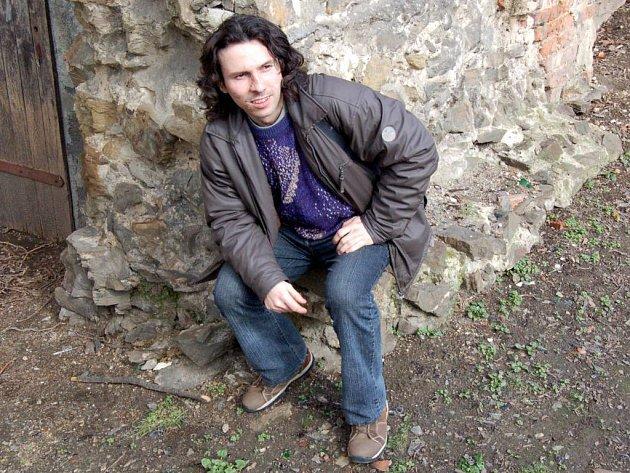 David Bátor. Básník z Branky u Opavy je jedním z členů redakční rady časopisu Nové břehy.