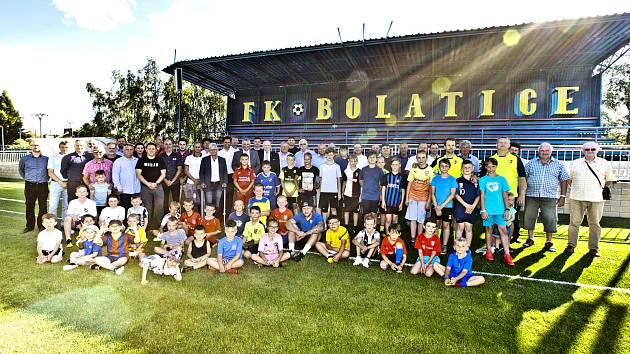 Fotbalové hřiště v Bolaticích na Opavsku prošlo v létě 2020 rekonstrukcí za více než deset milionů korun.
