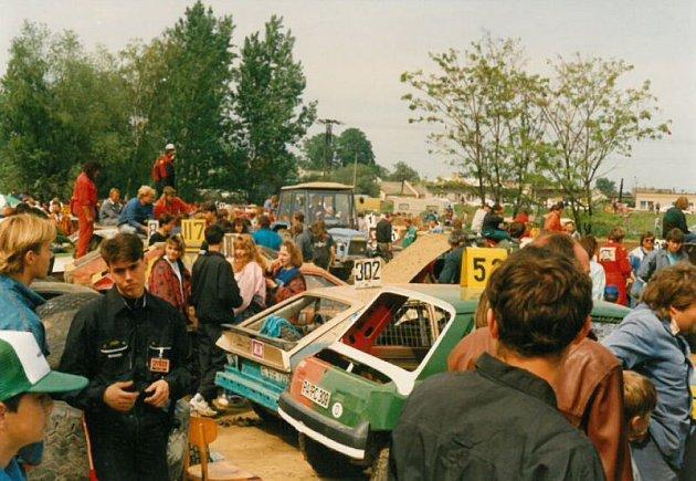 Neplachovický rodeocross si vdevadesátých letech minulého století získal nesmírnou popularitu nejen mezi diváky ale isamotnými jezdci.