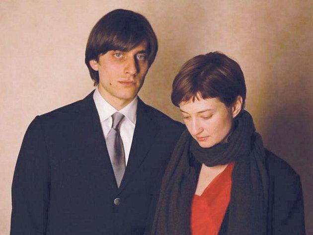 Luca Marinelli jako Mattia a Alba Rohrwacher v podání Alice ztvárnili v Osamělosti prvočísel hlavní role.