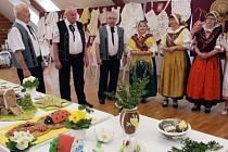 O víkendu se návštěvníci výstav v bohuslavickém Obecním domě mohli podívat i na dobové oblečení.