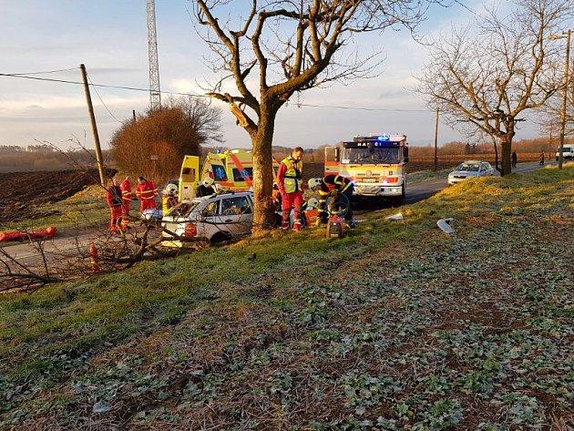 Během středečního rána museli záchranáři vyrazit kLudgeřovicím nedaleko Hlučína. Před osmou hodinou totiž poblíž obce havarovala čtyřiapadesátiletá řidička.