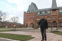 Na kompletní rekonstrukci nádvoří Červeného zámku by podle kastelána Radomíra Přibyly mělo dojít ve druhé etapě.