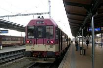 To, že přímé spojení Opava s Prahou nemá, je výsledkem přepravních kompromisů.