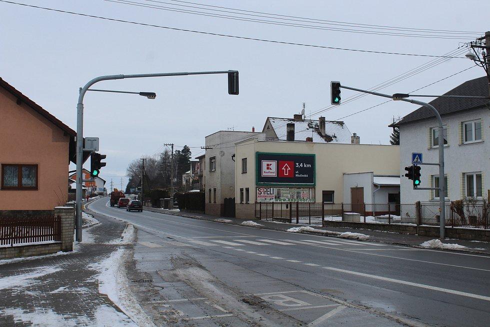 Silnice I/56 ve Velkých Hošticích.