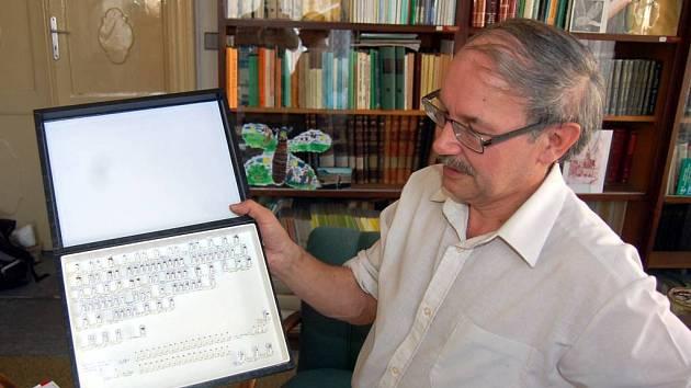 Jindřich Roháček je světově uznávaným odborníkem na čeleď much Anthomyzidae.