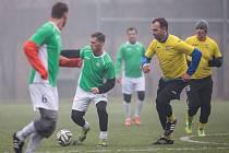 Druhý ročník fotbalové exhibice v Hlučíně se musel líbit. K vidění byla spousta zajímavých akcí a také čtrnáct branek. Nakonec zvítězil tým Zelených nad Žlutýma v poměru 8:6.