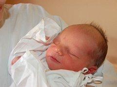Prvním miminkem roku 2015 je Samuel Stošek, který se narodil 1. ledna v 6.13 hodin ráno. Vážil 3,05 kg a měřil 50 cm. Rodiče Hana a Martin z Bolatic společně se sestřičkou Eliškou přejí Samuelovi do života hlavně štěstí a zdraví.