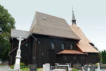 Peníze dostane také kostel sv. Petra a Pavla v Hněvošicích. Opraví za ně střechu.