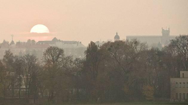 Se smogem se Opava potýká rok co rok. Ilustrační foto.