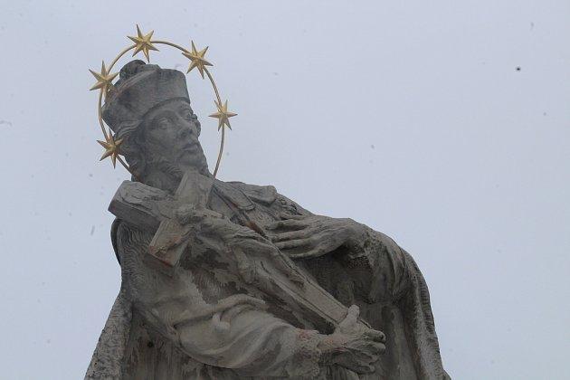 Socha sv. Jana Nepomuckého.