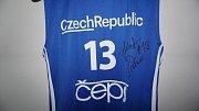 Reprezentační dres Jakuba Šiřiny podepsaný hráčem.
