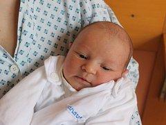 Šimon Levák se narodil 29. března, vážil 3,38 kilogramů a měřil 52 centimetrů. Rodiče Michaela a Tomáš z Chlebičova mu přejí, aby byl v životě zdravý, spokojený a aby se mu vše dařilo.