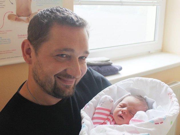 Eliška Cáblová se narodila 4. října, vážila 3,22 kilogramů a měřila 48 centimetrů. Rodiče Jana a Kamil z Kravař přejí své prvorozené dceři hodně štěstí, zdraví a lásky.