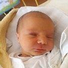 Matouš Dudašík se narodil 4. října, vážil 3,76 kilogramů a měřil 51 centimetrů. Rodiče Veronika a Miroslav z Kravař přejí svému synovi hodně štěstí, zdraví a lásky. Matouš už doma dělá radost také dvou a půlročnímu bráškovi Vojtovi.