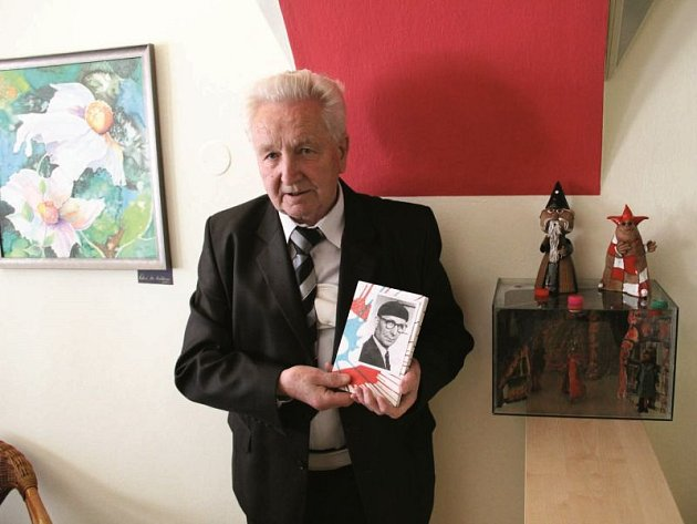 Zdeněk Petřík představil spolu s knihou o svém otci i některé z jeho loutek.