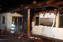 Novostavba lehla popelem. Dům v Úvalně shořel dřív, než se do něho stihli majitelé nastěhovat.