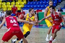 Basketbalisté Olomoucka (v červeném). Ilustrační foto
