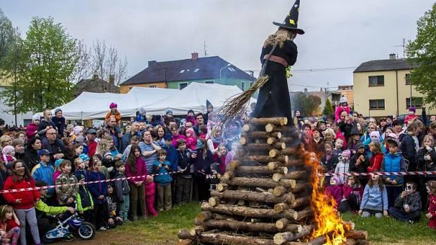 Pálení čarodějnic na Sokolce v Kateřinkách. Ilustrační foto z minulého roku.