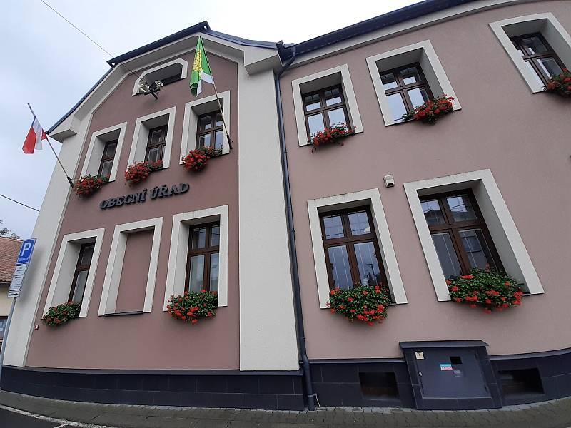 Obecní úřad v Háji ve Slezsku.