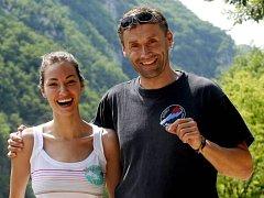 Scenárista Josef Urban a rumunská herečka Raluka při natáčení filmu Na vlastní nebezpečí.