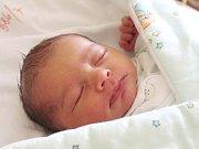 Šimon Hřivnáč se narodil 12. července, vážil 3,74 kilogramů a měřil 51 centimetrů. Rodiče Nicole a Petr z Otic mu přejí štěstí, zdraví a aby měl kolem sebe samé dobré lidi.