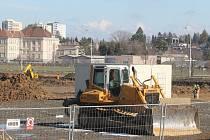 Čilé stavební práce. Tak to nyní vypadá v okrajové části Opavy u výpadovky na Olomouc. Vyroste zde totiž nový Kaufland.