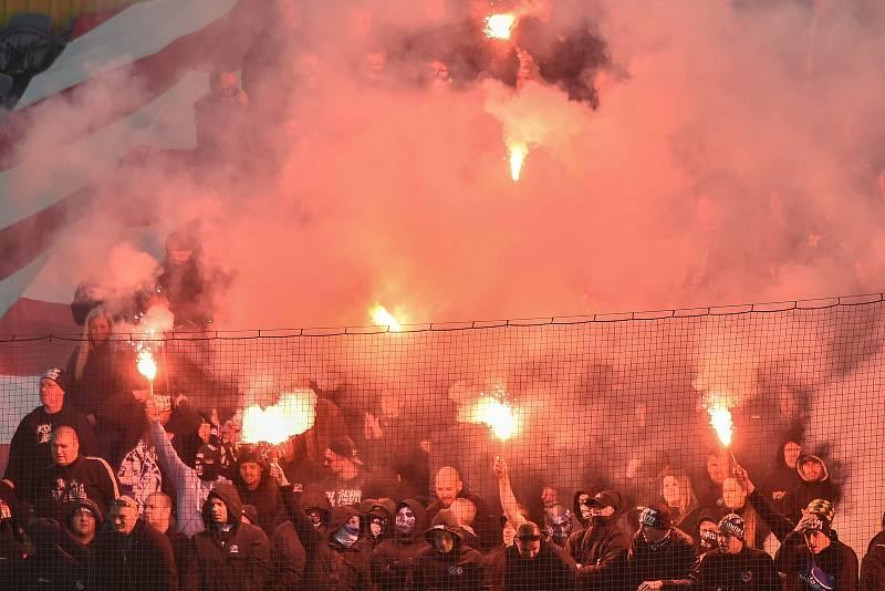 Fanoušci Baníku Ostrava a Slezského FC Opava při derby. Ilustrační foto.