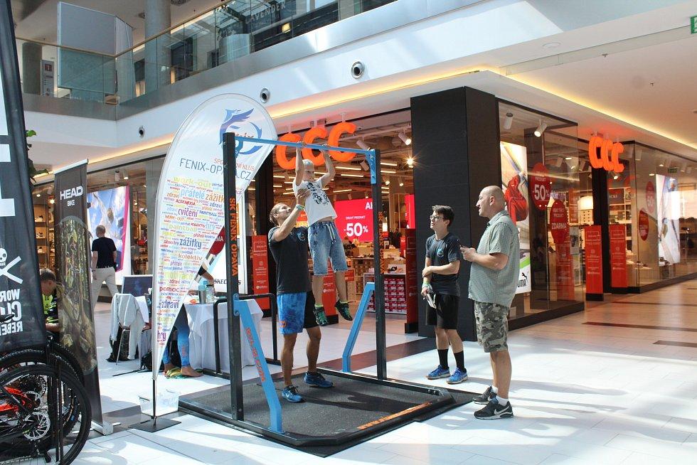 Fénix Opava se často účastní akcí, kde představují nevšední sportovní exhibice. Naposledy tomu bylo například na Veletrhu volnočasových aktivit Deníku v OC Breda & Weinstein.