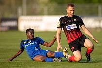 Vlašim - Zápas 23. kola Fortuna národní ligy mezi FC Vlašim a SFC Opava 22. dubna 2018 ve Vlašimi. Youssouf Dao - v, Jan Schaffartzik - o.