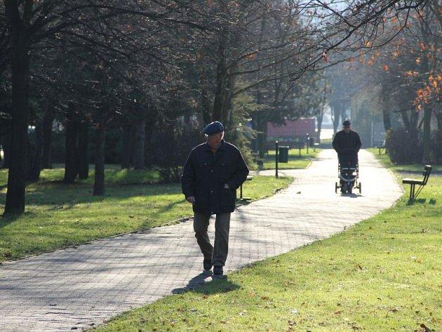 Park u nádraží v Hradci nad Moravicí. Právě na tomto místě má vzniknout společenský a relaxační prostor. S revitalizací parku by chtělo vedení města začít v roce 2016.