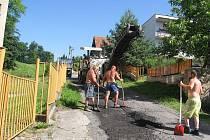 V Šilheřovicích opravují cesty i chodníky.