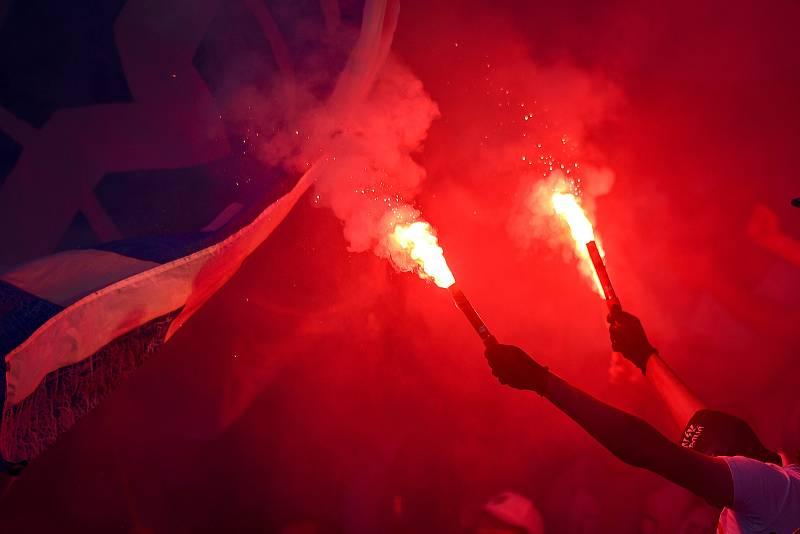 Utkání 29. kola první fotbalové ligy: FC Baník Ostrava - Slezský fotbalový klub Opava, 21. dubna 2019 v Ostravě. Na snímku fans baníku - pyro.